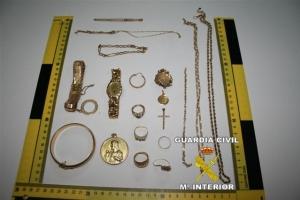 71fe89646ea7 Las joyas son devueltas a sus legítimos propietarios y el detenido en unión  de las diligencias instruidas son puestas a disposición judicial.