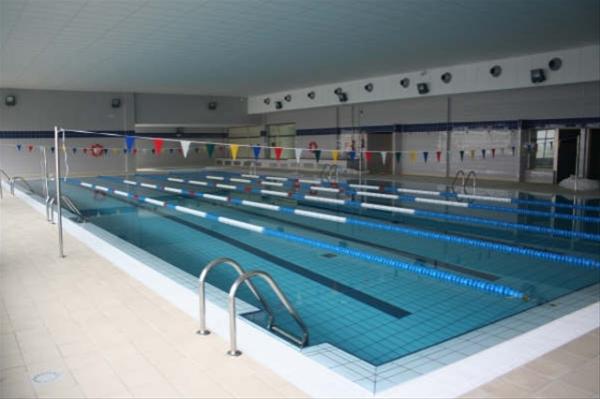 Inaugurada la piscina climatizada de villafranca de los for Piscina villafranca