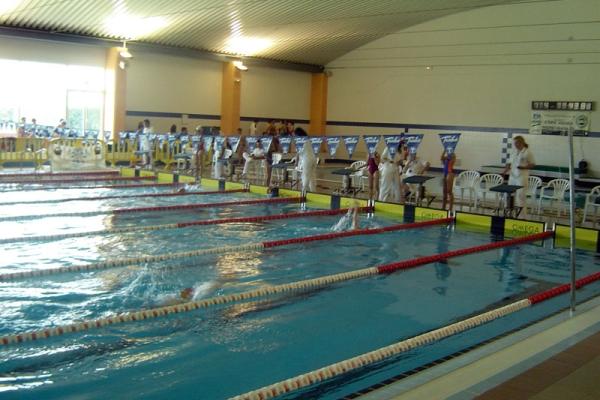 Herrera del duque cuenta con nuevas piscinas municipales for Piscina don benito