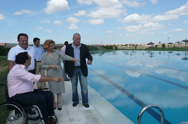 Las ocho piscinas municipales de c ceres abren sus puertas for Piscina municipal caceres