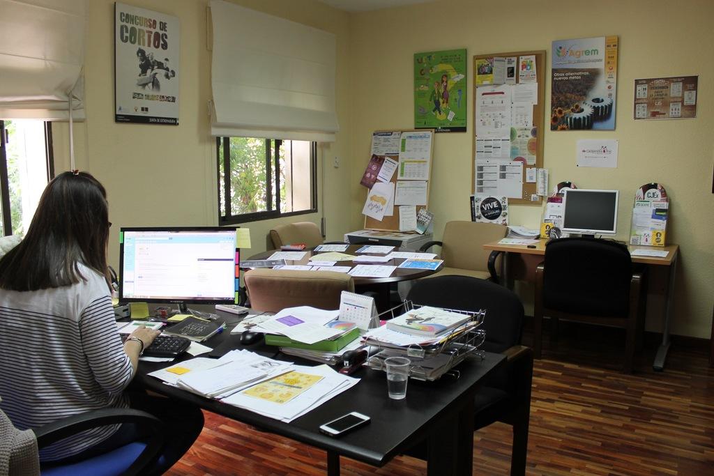Primera oficina de informaci n juvenil en extremadura for Oficina de turismo plasencia