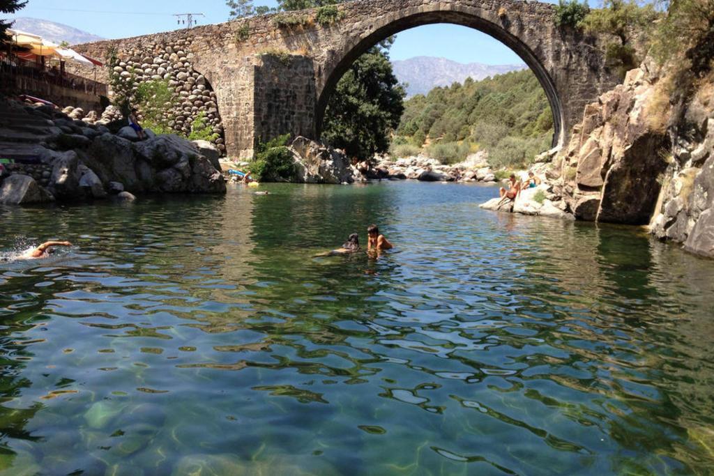 Habilitadas las piscinas naturales del valle del jerte for Piscinas naturales rio malo
