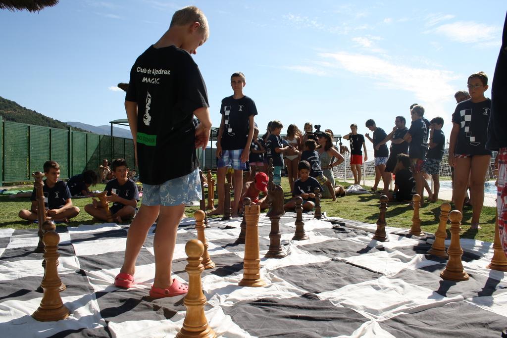 Maestros del campamento de verano follan