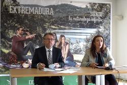 Presentacion del anuario de turismo 2014 d g turismo de extremadura 26032015 dsc09182 dam preview