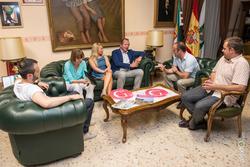Recepcion del alcalde de almendralejo a la gira gilbert y gaillard extremadura 2014 recepcion del al dam preview