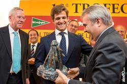 El juli recibe el premio el corte ingles al triunfador de la feria san juan de badajoz 2013 el juli  dam preview