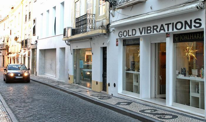 ELVAS: Gold Vibrations ELVAS: Gold Vibrations