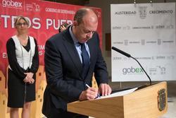 Gobex convenio con diputaciones el presidente del gobierno de extremadura jose antonio monago firma  dam preview