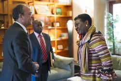 Gobex reunion con embadajora c marfil el presidente del gobierno de extremadura jose antonio monago  dam preview