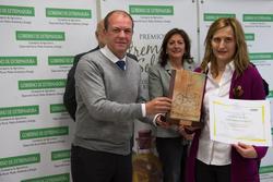 Gobex premios aceite de oliva el presidente del gobierno de extremadura jose antonio monago entrega  dam preview