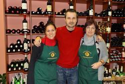 Amigos y visitas wine buff plasencia con sus fundadoras dam preview