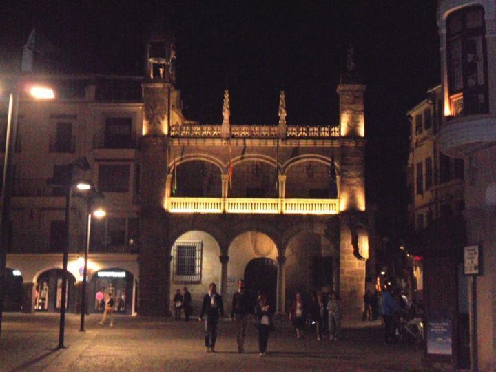 Plaza mayor de plasencia de noche fotos extremadura com for Oficina de turismo de plasencia