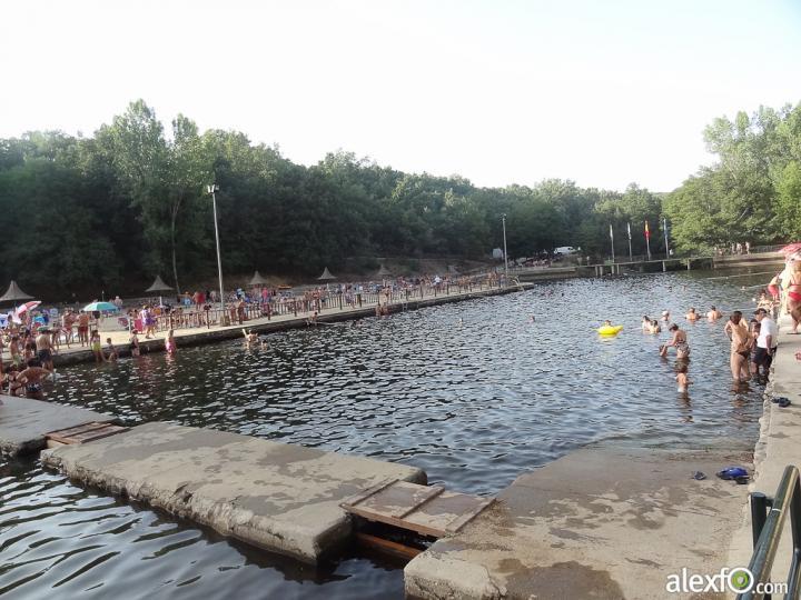 La red social sobre extremadura piscinas naturales en la for Piscinas naturales hoyos caceres
