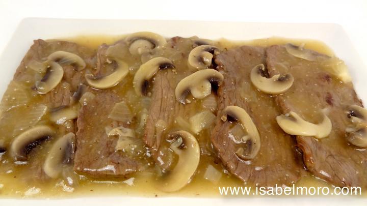 Filetes de ternera en salsa de cebolla con champi ones - Filetes de ternera en salsa de cebolla ...