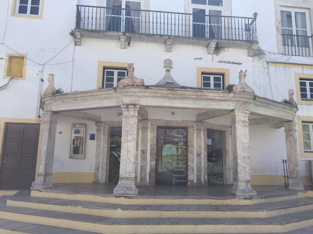Oficina de turismo elvas plaza de la rep blica for Oficina de turismo plasencia
