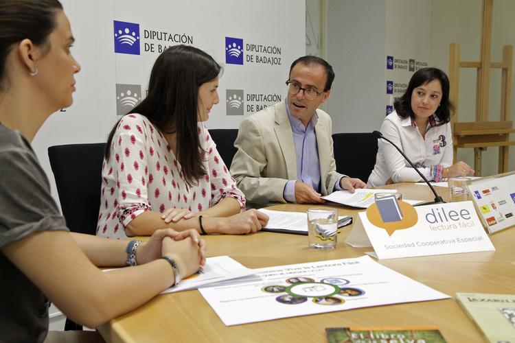 """El proyecto """"Dilee"""": promover la """"Lectura Fácil"""" en la provincia de Badajoz"""